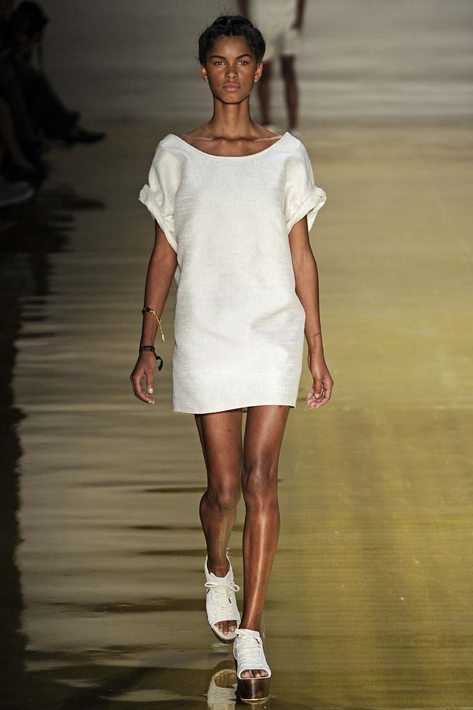 Ready_to_Wear_Spring_Summer_2012_Osklen_Sao_Paulo_Fashion_Week_June_2011